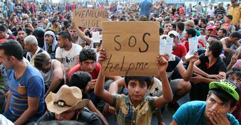 Der dampf auf der flucht. Refugee crisis: Pressure piles on David Cameron to do more