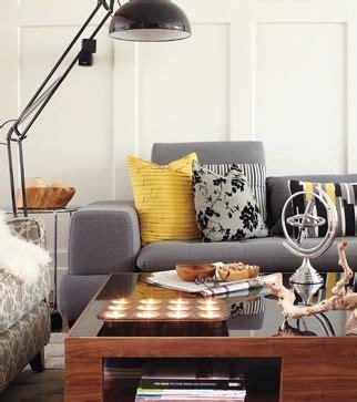 deco salon avec canape gris salon gris avec touche jaune moutarde idées tendance