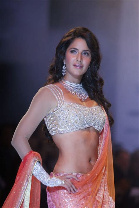 pics blouse cleavage show without bra saree navel hd hips thighs