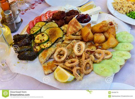 cuisine greque plat de mélange de coupes froides cuisine grecque photo
