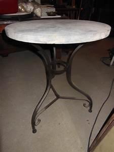 Tisch Mit Steinplatte : beistelltisch kleiner tisch mit steinplatte durchmesser 60 erm ssigter preis antik m bel ~ Frokenaadalensverden.com Haus und Dekorationen