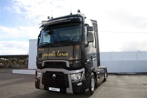 renault trucks t renault trucks entrega los primeros camiones de la gama t
