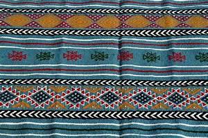 Tapis Berbere Bleu : tapis berbere ~ Teatrodelosmanantiales.com Idées de Décoration