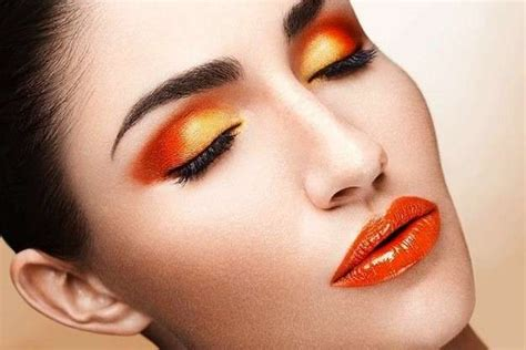 Maquillaje Y Uñas En Color Naranja, La Tendencia Del