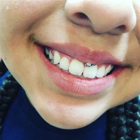 5 Reasons to Get a Smiley Piercing [with 75+ Pictures ...