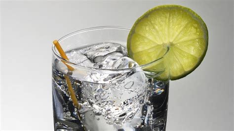 vodka tonic calories bar talk calorie count for 20 popular drinks nightlife