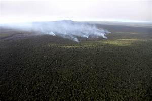 Hawaii lava flow continues slow move northeast
