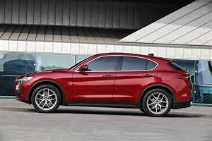Alfa Romeo Stelvio Versions : 2018 alfa romeo stelvio priced from 41 995 in the u s autoevolution ~ Medecine-chirurgie-esthetiques.com Avis de Voitures