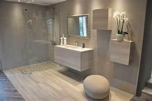 petite salle de bain avec baignoire avec idee de petite With salle de bain design avec masques à décorer