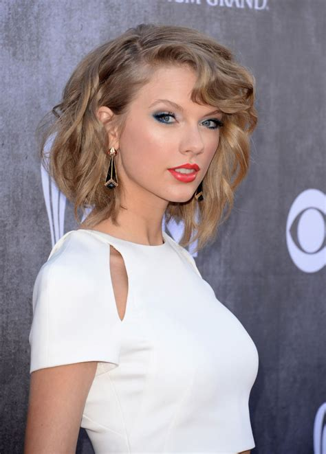 TAYLOR SWIFT at 2014 Academy of Country Music Awards ...