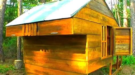 build  chicken coop  recycled materials