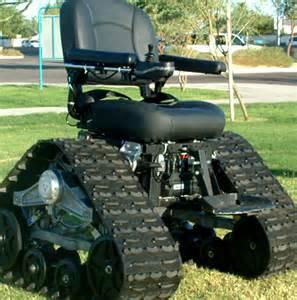 rollstuhl fã r treppen robuster panzer rollstuhl namens tankchair für gelände und treppen steigen