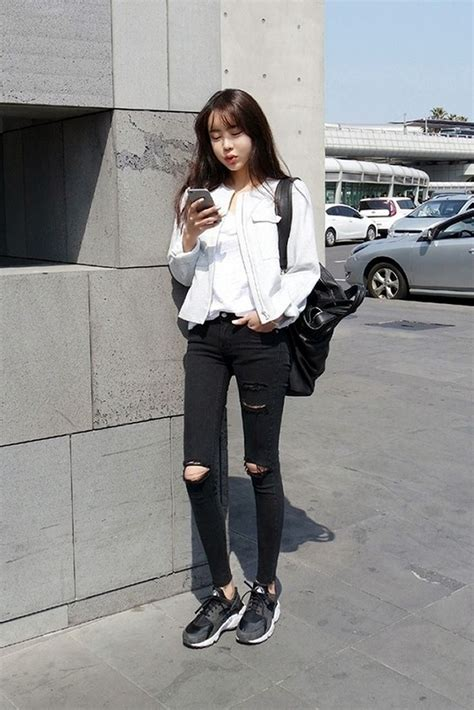Black Boyfriend Jeans South Korea Airport Fashion Kpop Drama Korean Women OOTD Style Korea ...