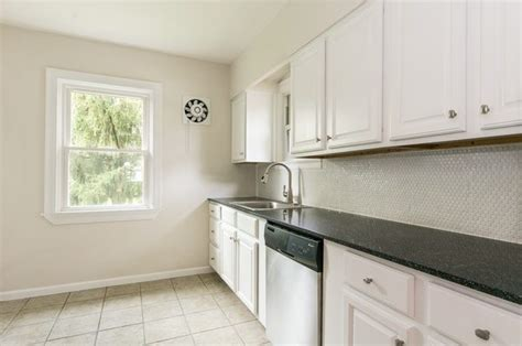 kitchen countertops and backsplash if you white cabinets and countertops what color