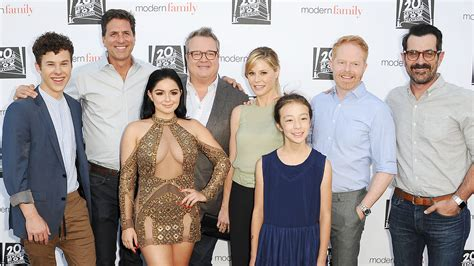 modern family s ariel winter defends wearing glam