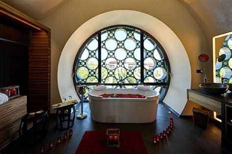 Cava & Hotel Mas Tinell, a singular architecture, an