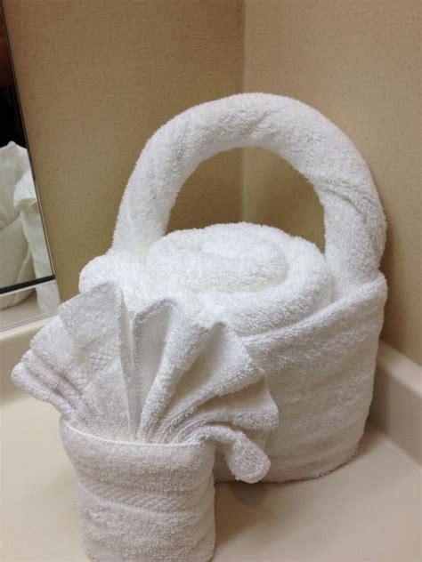 towel folding ideas for bathrooms pin by diana rosales on toallas decoradas pinterest