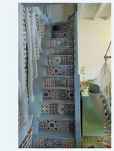 Contre Marche Deco : escalier repeint en bleu gris puis d coupage collage d 39 un tapis vinyle imitation carreaux de c ~ Dallasstarsshop.com Idées de Décoration
