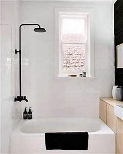 Déco Salle De Bain Noir Et Blanc : du noir et blanc en couleur pour une petite salle de bain ~ Melissatoandfro.com Idées de Décoration