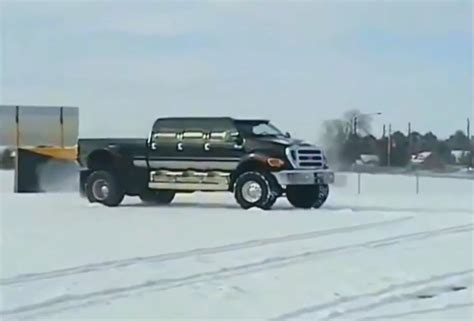 650 Ford Truck by There S Nothing Medium About This Ford F 650 Ford Trucks