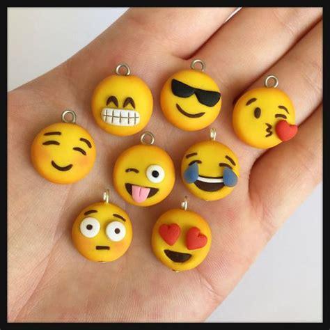 emoji charm polymer clay kawaii en choisir un par dacraftylilninja projet a essayer