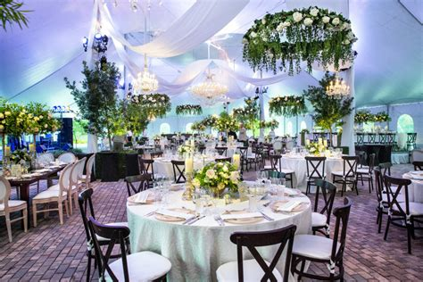 eight emerald wedding ideas weddings illustrated