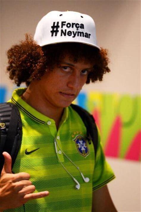 david luiz avec la casquette forca neymar