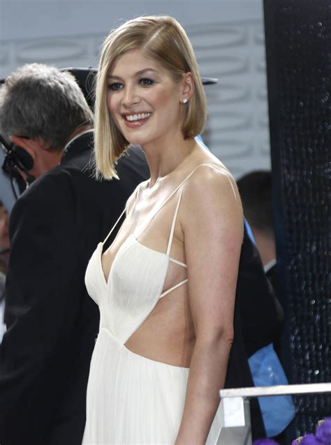 jack reacher 2 lawyer actress rosamund pike globes and gowns on pinterest
