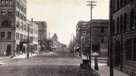 File:Downtown Grand Forks, ND circa 1909.jpg - Wikimedia ...