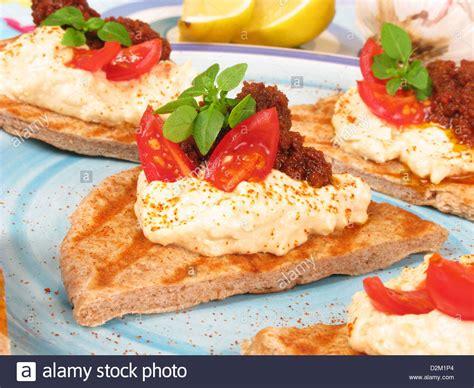 canapé toast style pita bread