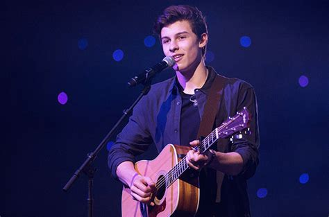 Shawn Mendes Performs 'stitches' Live Watch The Billboard