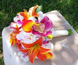 hawaiian wedding flowers 9 gorgeous tropical wedding bouquets ww bridal weddingwednesday