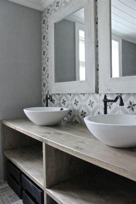 vasque ancienne salle de bain vasque de salle de bain avec service vaisselle original carrelage salle de bain