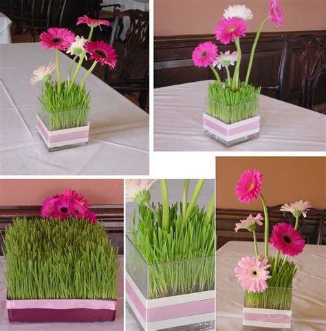 deco de table avec des fleurs  du gazon decoration