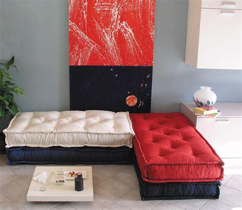 cuscini tipo materasso cuscini trapuntati tabouret materasso a terra divano a