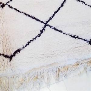 Tapis Berbere Laine : tapis berb re beni ouarain laine de couleur naturelle ~ Teatrodelosmanantiales.com Idées de Décoration
