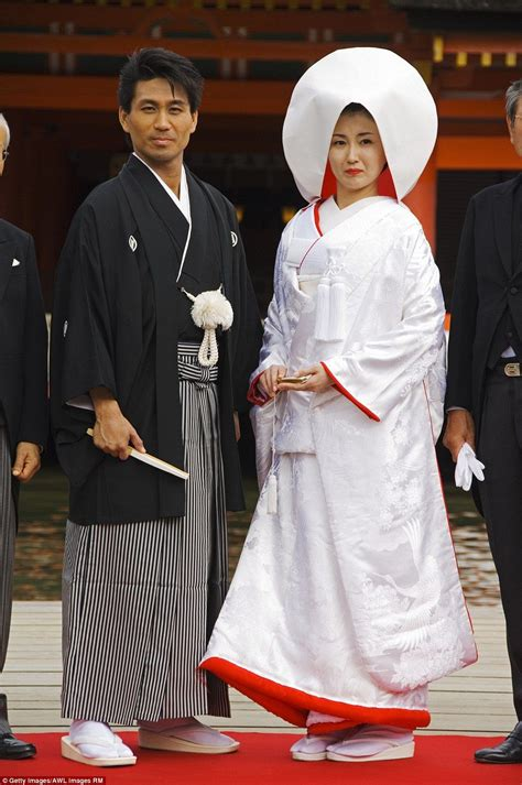 Traditional Japanese Wedding Suit by Beautiful Pictures Show How Traditional Weddings Look