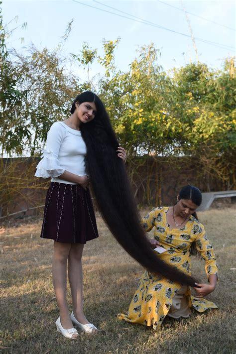 Indiešu tīne ar saviem 190 cm garajiem matiem labo Ginesa ...