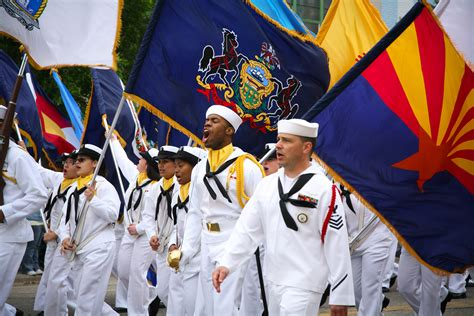 File:US Navy 090525-N-3271W-030 Sailors assigned to Navy ...