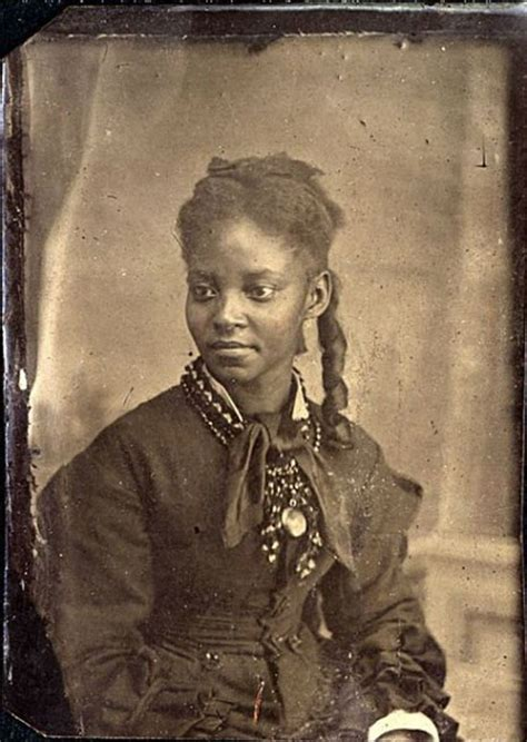 18 interesting vintage studio portraits of women of color