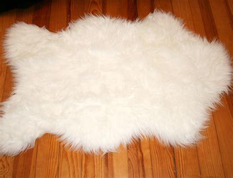 tapis rectangle en peau de mouton synth 233 tique beige