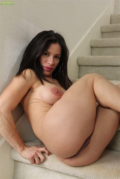 Hot Milf Isabella Rodriguez Flick Her Pussylips Milf Fox