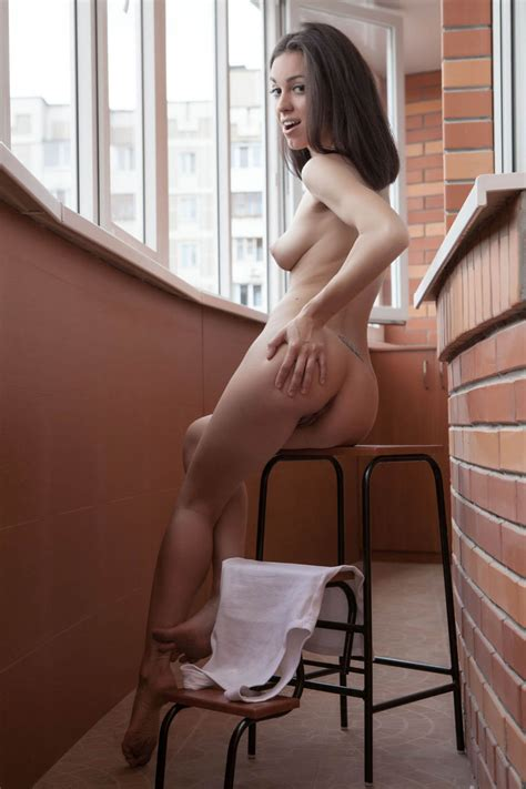 Very Hot Russian Babe Demonstrates Her Amazing Body