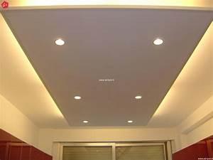 Faux plafond design avec eclairage decoration for Salle de bain design avec plaque décorative plafond