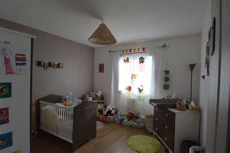 deco chambre etudiant décoration chambre bébé taupe déco sphair