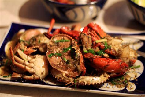 cuisine cambodgienne plat de crabe avec sa sauce au poivre de kot
