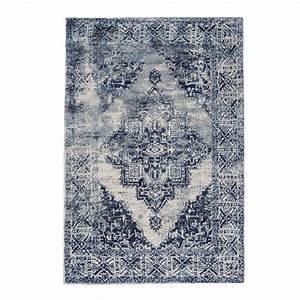 Die besten 25 gemusterte teppich ideen auf pinterest for Balkon teppich mit tapete guido maria kretschmer industrial