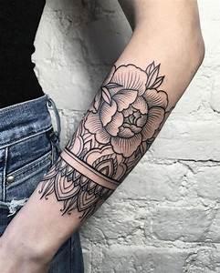 Mandala Tattoo Unterarm : 150 coole tattoos f r frauen und ihre bedeutung tattoos pinterest tattoo ideen ~ Frokenaadalensverden.com Haus und Dekorationen