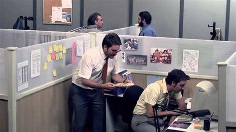 au bureau la garde dans un open space palmashow