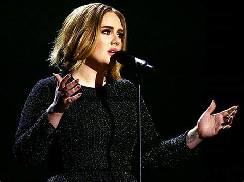 Adele Debuts Short New Haircut On U.k.'s X Factor